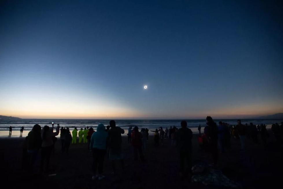这一天,有50万人仰望白昼变星空