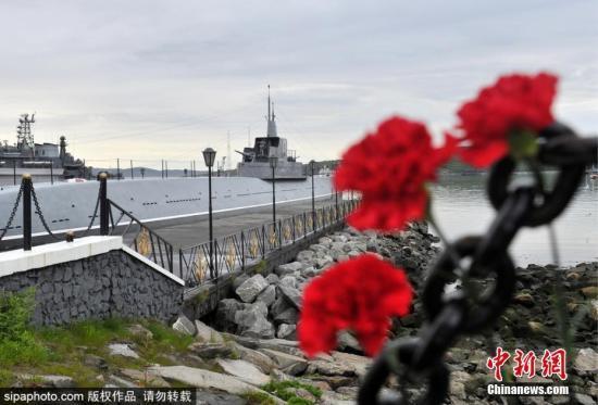 """俄总统追授深海潜水器火灾中的遇难者为""""俄罗斯英雄"""""""