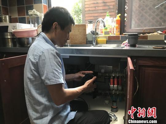 月入过万还供不应求 垃圾处理器安装工成上海最火工种