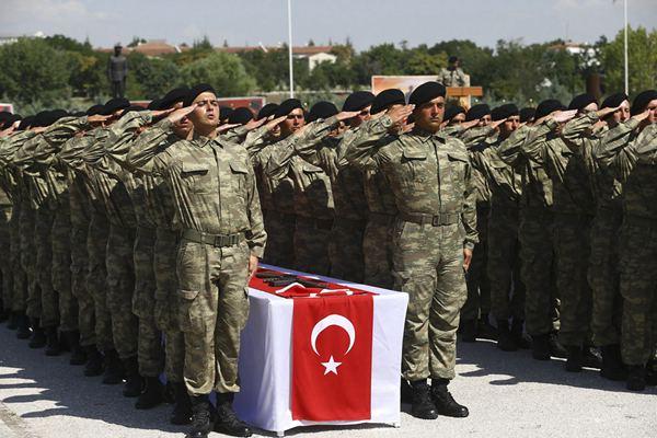 整齊威風! 土耳其一軍事學校舉行宣誓入伍儀式