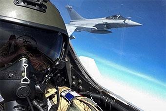 印法空中演習 法飛行員駕駛印蘇30MKI戰機超興奮