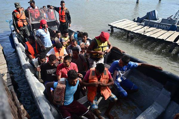 洪都拉斯一漁船因超載傾覆 獲救船員被送至海軍基地