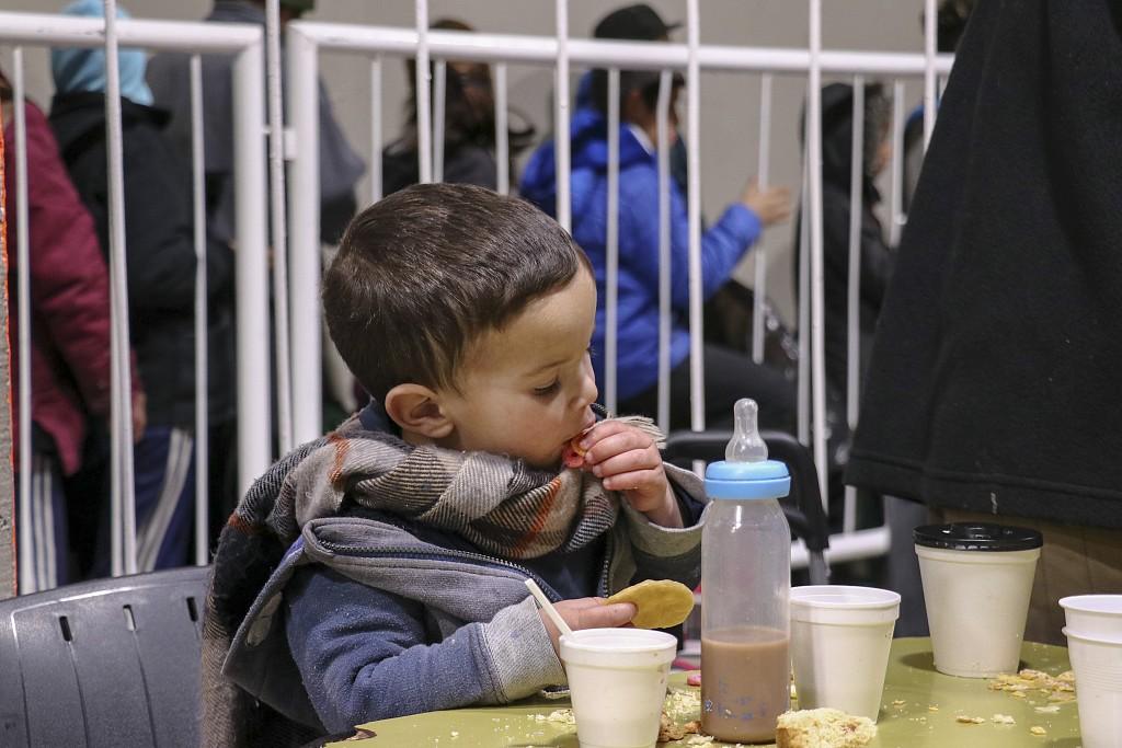 阿根廷体育馆向无家可归民众开放 助其安然过冬