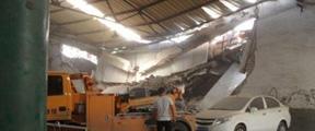 西安西郊一仓库坍塌 致一死一伤