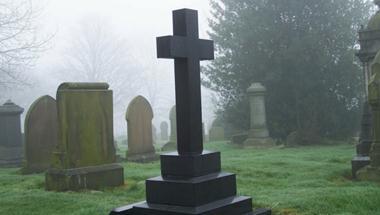 """应对""""葬墓危机"""",英国专家建议:可实行逝者"""