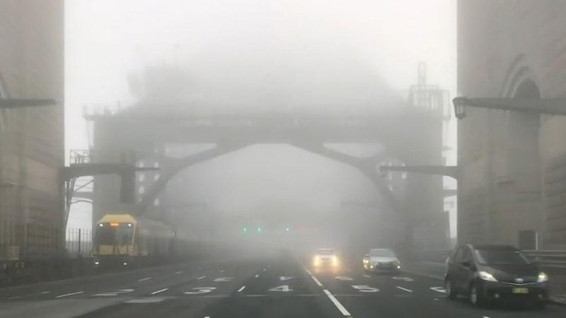 悉尼浓雾锁城 航班大面积?#28216;蟆?#28193;轮停运