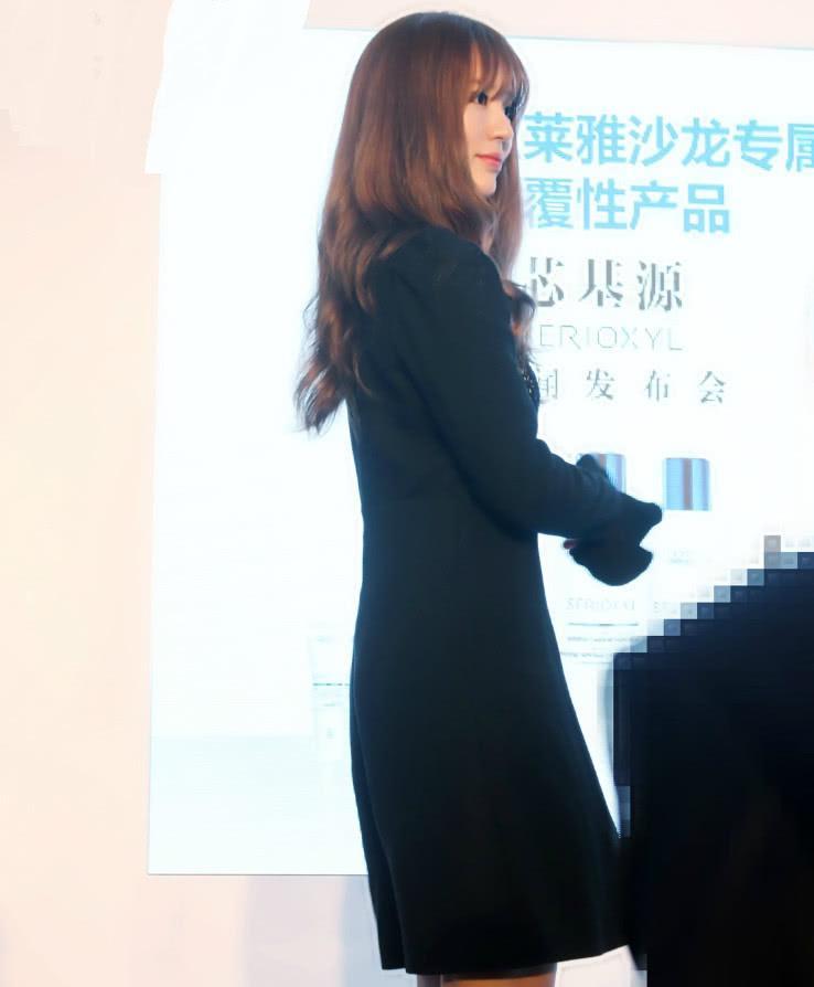 """尹恩惠挑战""""死亡芭比粉"""",""""高光裙""""又增加暴击,简直不敢认!"""