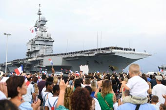法国航母编队航行6.7万公里后终于返回港口