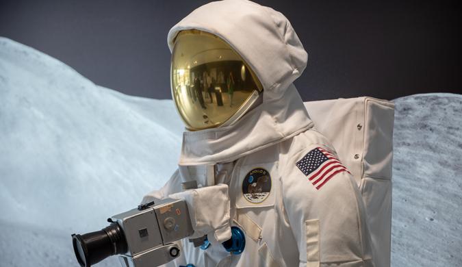 阿波罗登月第一批照片使用镜头在德展出