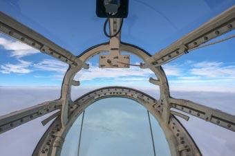 太刺激了!第一视角感受运-8全景导航员舱