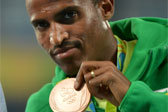 奥运选手田联洛桑站庆祝胜利时才发现少跑一圈