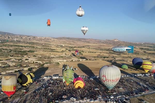 卡帕多西亚国际热气球节举行 缤纷热气球梦幻升空