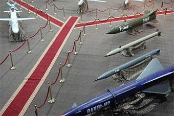 也门胡塞武装展示无人机和导弹 摆出弹道导弹