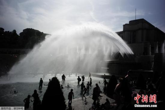 法国32省因天热限水:禁止用水洗车或把泳池注满水