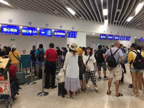 """金门""""小三通""""入出境人次增长 县府估全年破200万"""