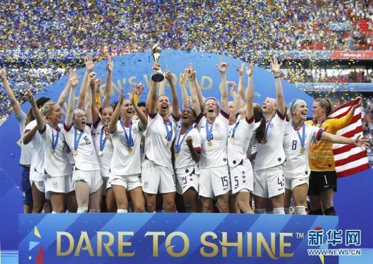 美国队2:0胜荷兰第四次夺冠 拉皮诺包揽双料最佳