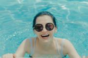 许晴晒夏日清凉泳装照