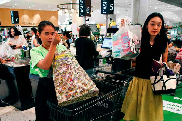 泰國各大商場倡導無塑料袋購物 開始對塑料袋收費