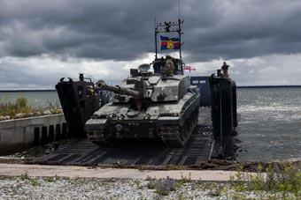 波罗的海演习不断 英挑战者2坦克登台亮相