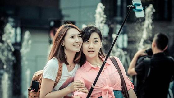 德国人:中国游客有特征——必带水壶和自拍杆