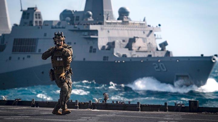 美军两万吨巨舰在南太平洋徘徊 称为随时应对危机