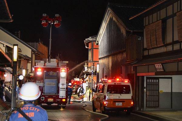 日本京都一餐廳發生火災 現場火光熊熊