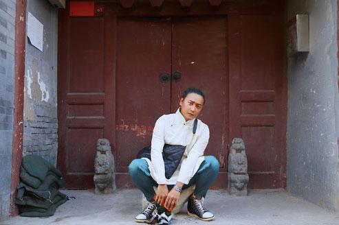 """陈志朋中国风街拍上线 """"尔泰""""再现韵味不减"""