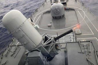 日驱逐舰在印太演习中开火 射击后不忘及时保养