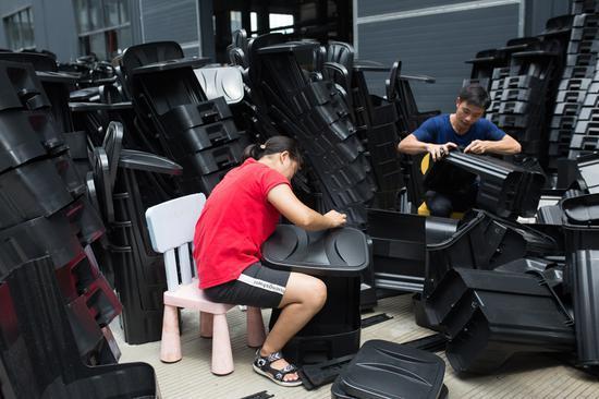 塑料制品主产地台州垃圾桶厂家销量倍增,八成订单来自上海