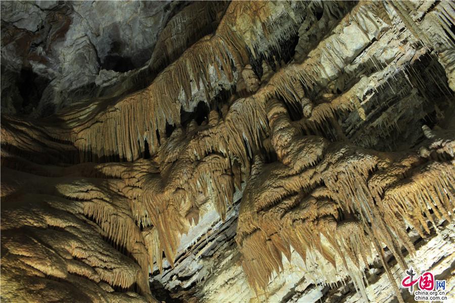 古老的承德兴隆溶洞  洞内景观鬼斧神工