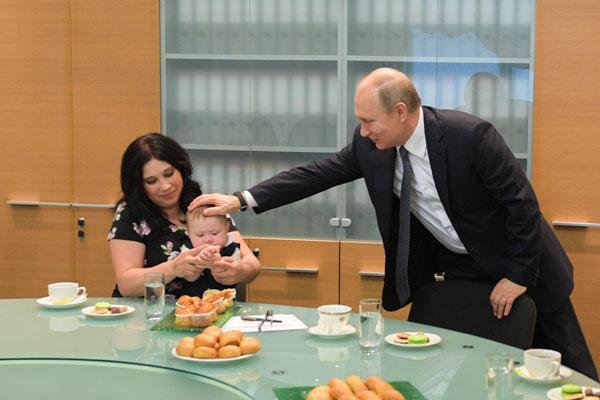 普京視察葉卡捷琳堡與多子女家庭交流