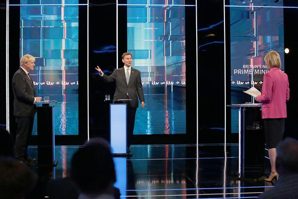 """首次正面""""交鋒""""!英國首相競選人舉行電視辯論"""