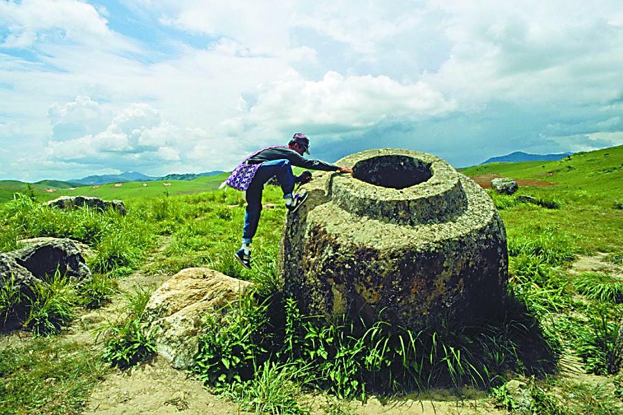 老挝:神秘巨缸阵还有很多谜团
