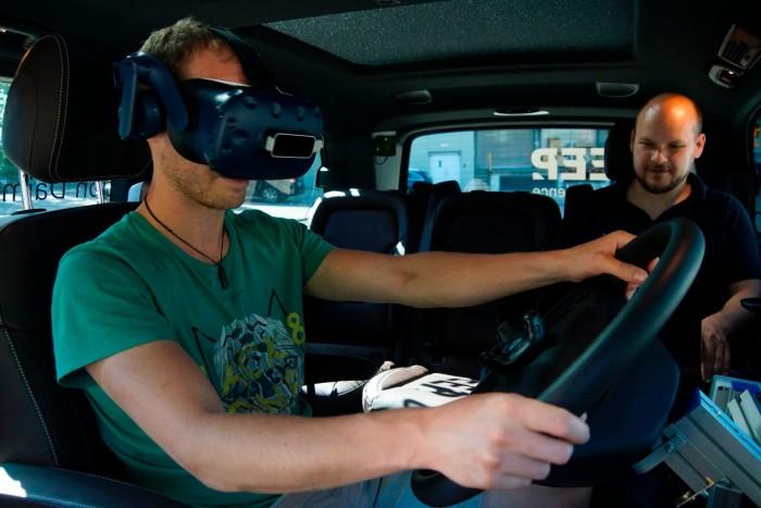 VR帮助卡车司机提前体验未来驾驶系统