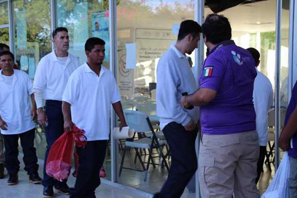 被美國驅逐出境后 墨西哥人經邊境重返祖國