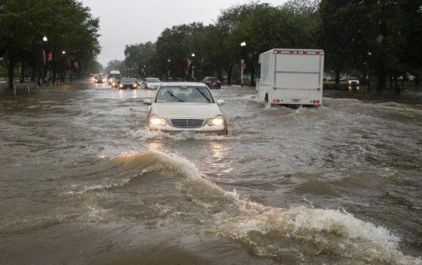 美国首都华盛顿受暴雨袭击,史上首次发布洪水紧急预警