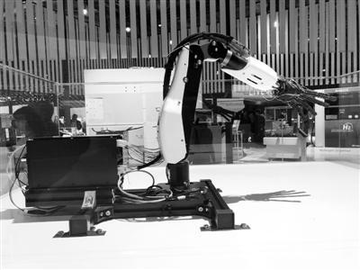 分身机器人可远程再现真人动作