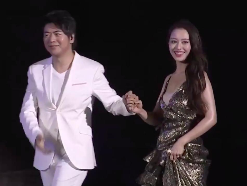 最天使 刘飞(徐杰下一个天亮)郎朗与娇妻新婚后初次合体登台扮演 两人四手联弹超浪漫