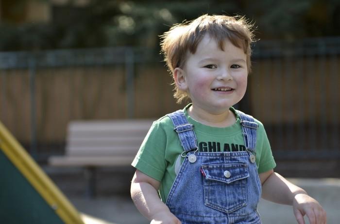 在儿童观察他人面部图像时 自闭症检测技术可作出诊断