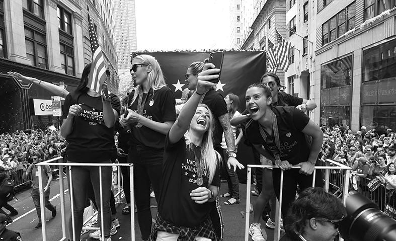 第四次问鼎世界杯 美国女足纽约盛大冠军游行