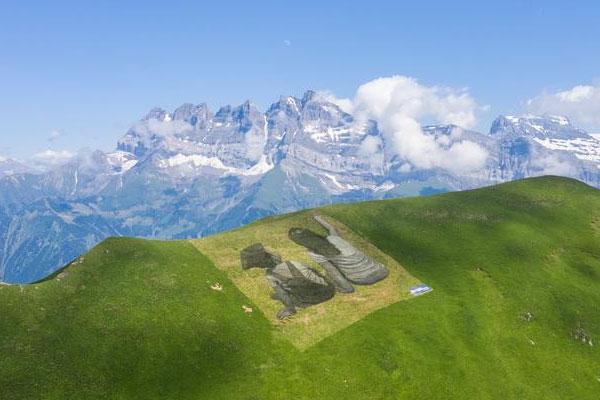 瑞士藝術家山脊作畫 美觀環??山到?/></a>                     <h3><a href=