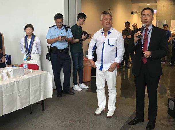 香港艺人陈百祥为警察打气:我和所有正常的市民都会继续支持你们