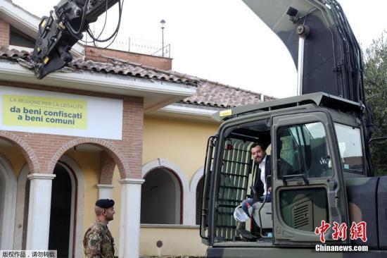 意大利副总理萨尔维尼下令关闭一难民收容中心