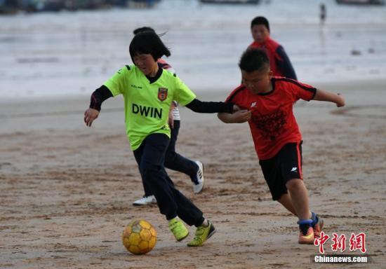 华媒:美国华人孩子踢足球比例升高 5年增50倍