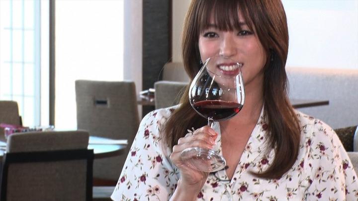 深田恭子参加综艺节目 饮红酒姿态优雅