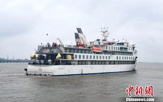 中国国产极地探险邮轮蒋雯丽外甥女江苏试航 长104.4米有135间房