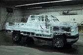 用6噸冰打造冰雕汽車