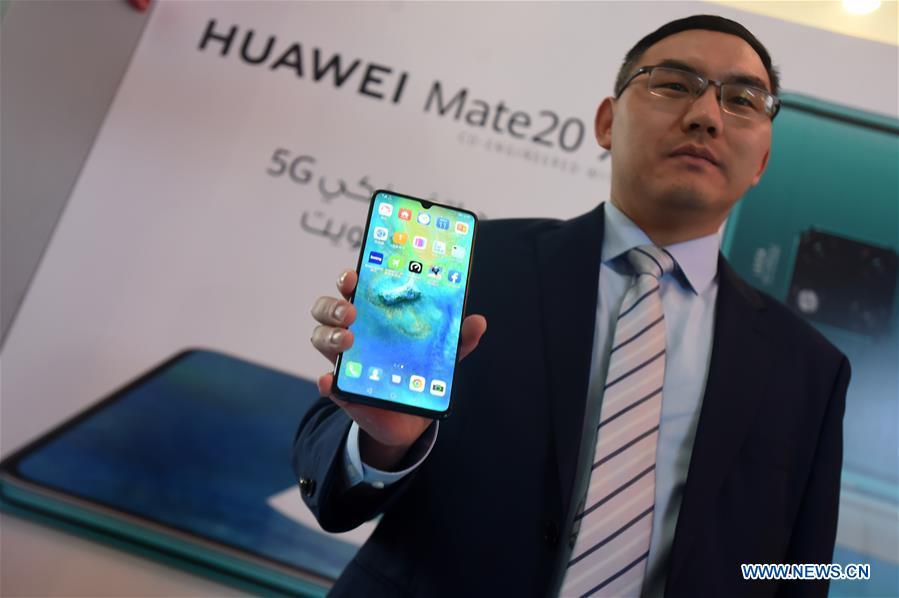 华为在科威特发布首款5G智能手机华为Mate 20 X