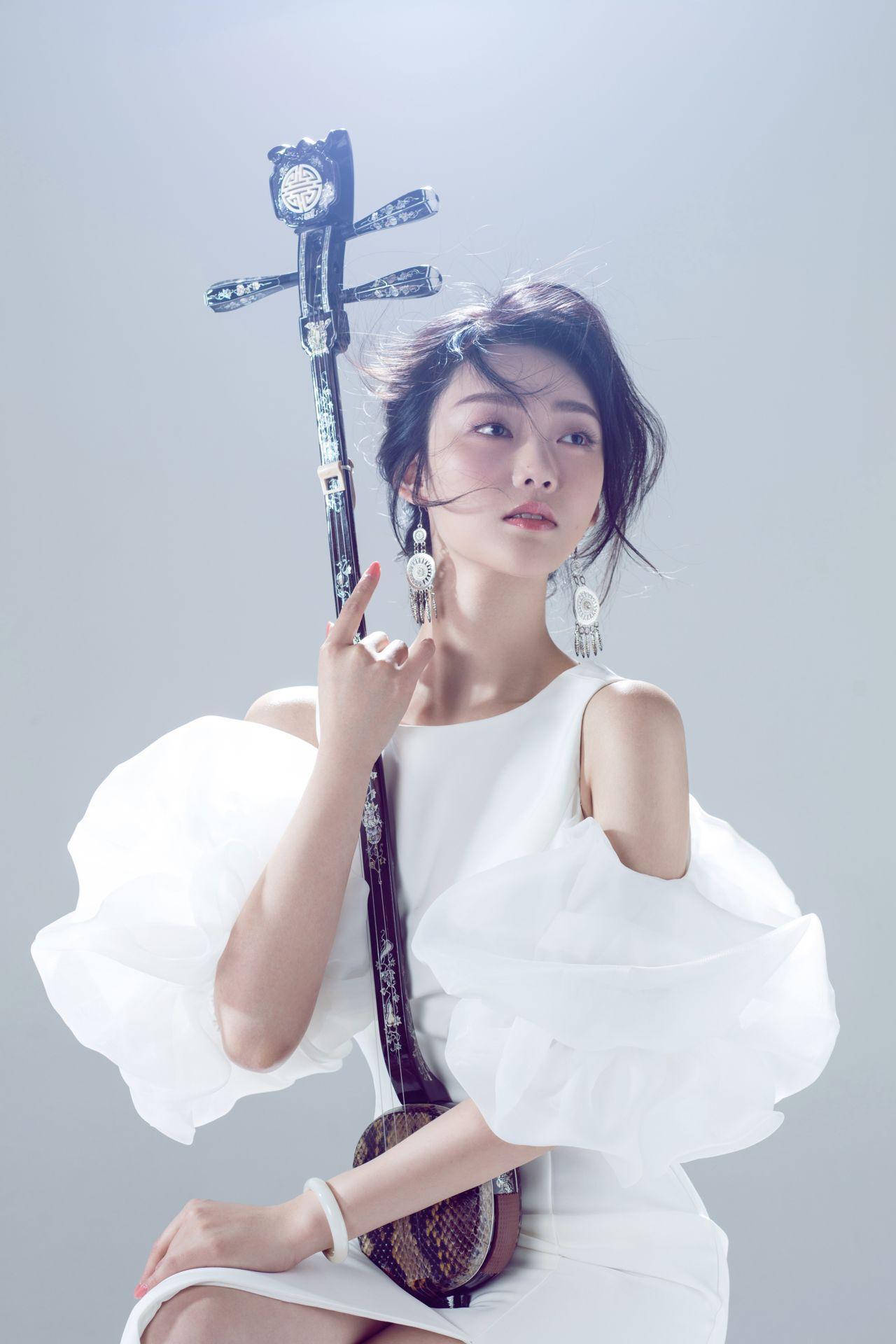 古池黑水(吴翔达)《钟琴艺声》商钟元三弦独奏音乐会 用真情演绎华美乐章