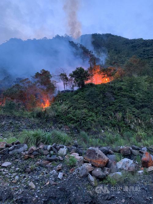 台湾宜兰一山坡崩塌地突发火警被控制 幸无人伤